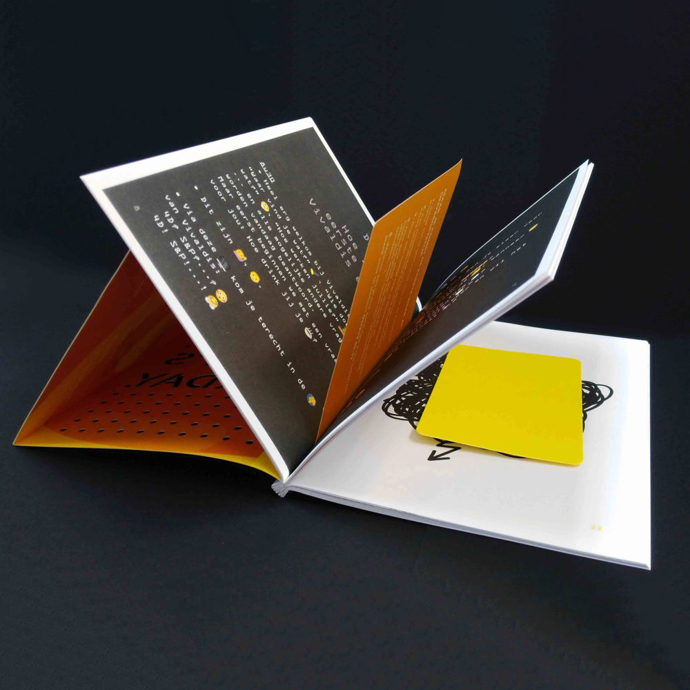 Vivaldis brochure met lasercut en garenbinding 4