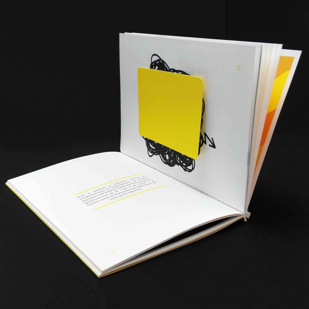 Vivaldis brochure met lasercut en garenbinding 3