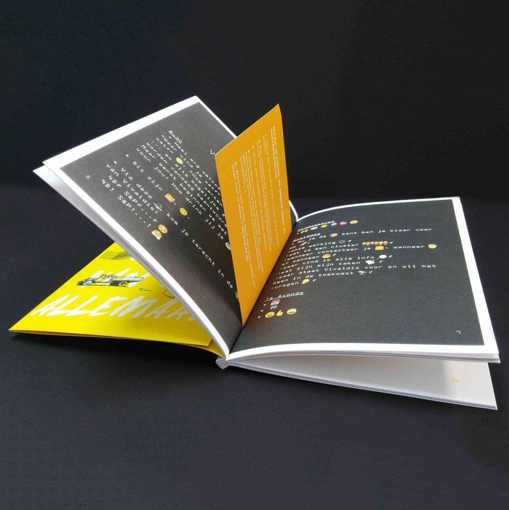 Vivaldis brochure met lasercut en garenbinding 2