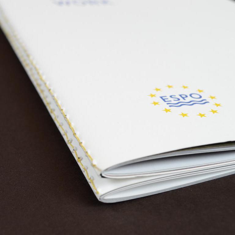 4-luik met ingenaaide brochures 5