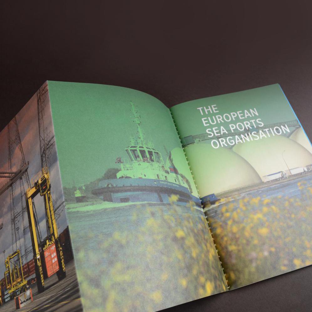 4-luik met ingenaaide brochures 4