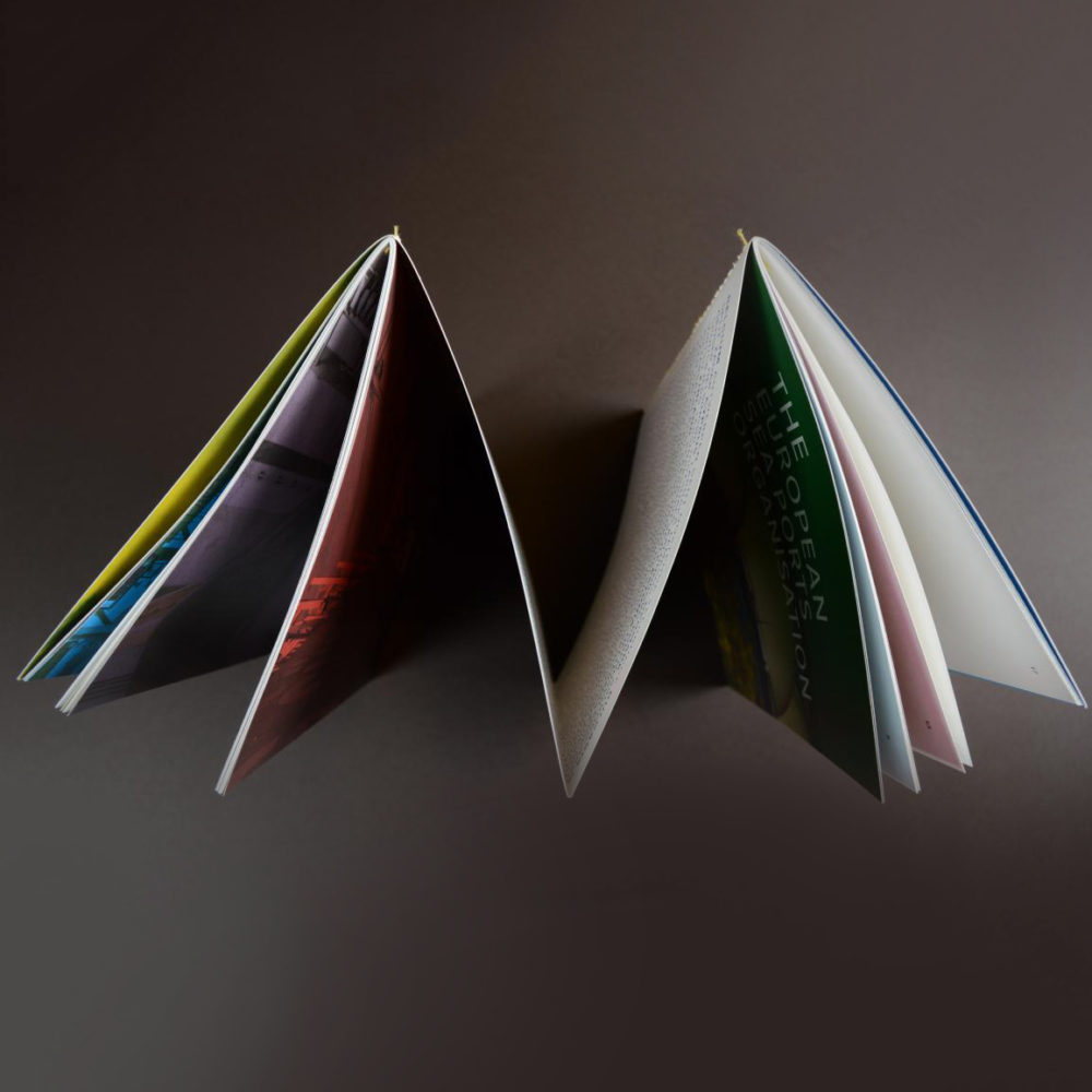 4-luik met ingenaaide brochures 3